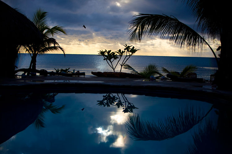 Maya Breeze Inn at Dawn : Placencia : Belize