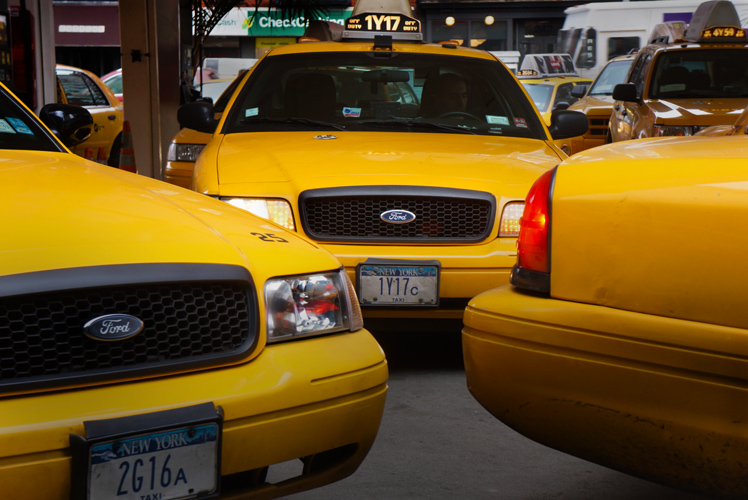 Yellow Cab Central : Gas Station 9th Av : New York City