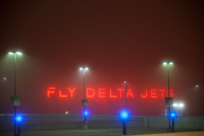 Fly Delta Jets : Fog at HJ Airport : Atlanta