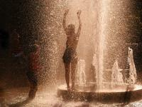 Cooling Off in the Fountains : Washington Square : New York City