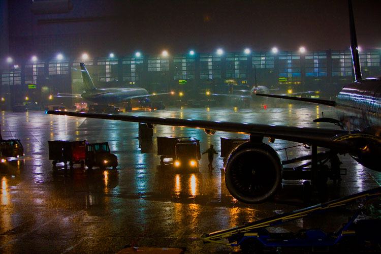 Baggage Handlers and the Storm Over Chicago : O Hare International Airport : Illinois